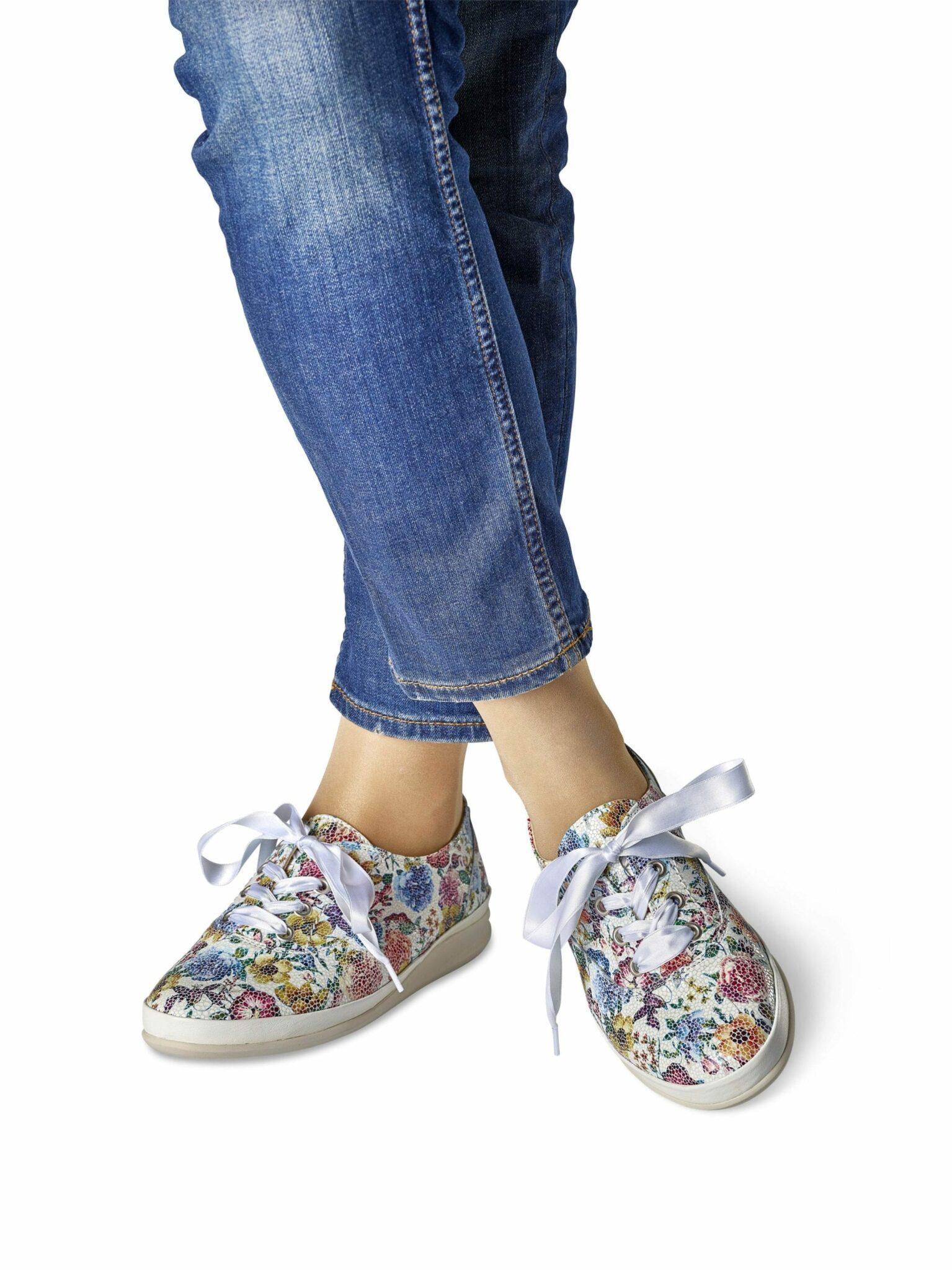 821a24b30c3 Vi har ett stort sortiment av sandaler med löstagbara innersulor, där Du  kan använda dina egna fotinlägg.